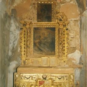 Interior de la iglesia de Puibolea antes del desmontaje y traslado de los retablos.  Altar de Casa Lorés