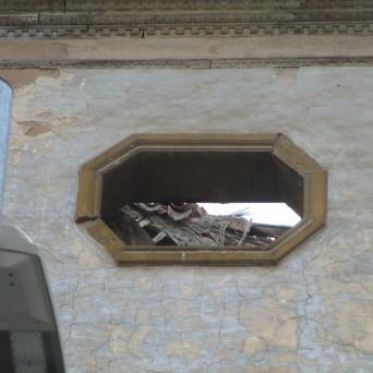 Detalle de uno de los derrumbes a través del hueco ochavado