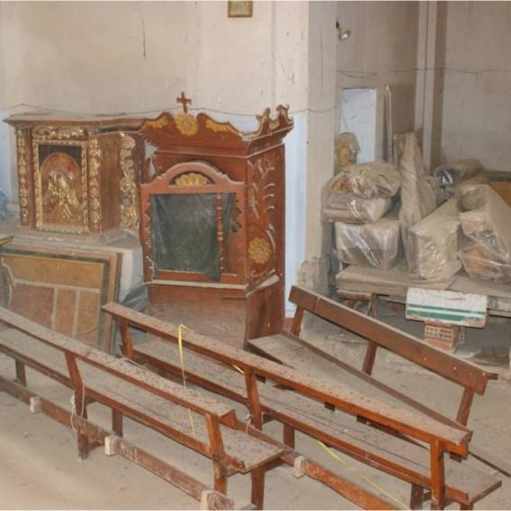 Estado en el que se encuentran actualmente almacenados el  retablo mayor y otros elementos procedentes de la iglesia de Puibolea  1.