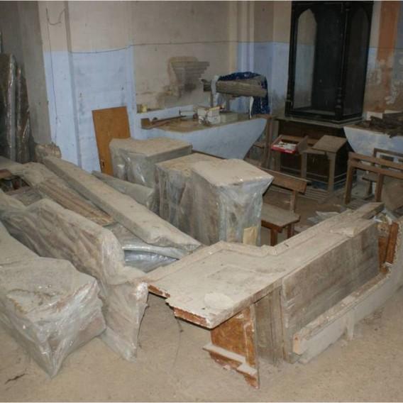 Estado en el que se encuentran actualmente almacenados el  retablo mayor y otros elementos procedentes de la iglesia de Puibolea  2.