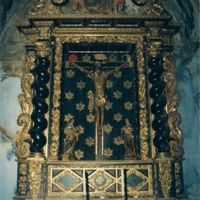 Interior de la iglesia de Puibolea antes del desmontaje y traslado de los retablos.  Altar de Casa Gabás.