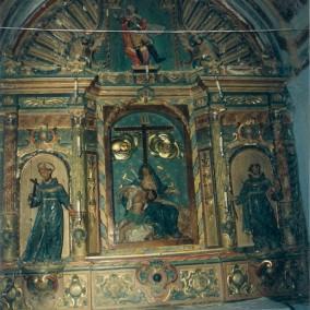 Interior de la iglesia de Puibolea antes del desmontaje y traslado de los retablos.  Altar de Casa Puimedón