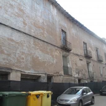 Fachada del palacio a la calle del Carmen